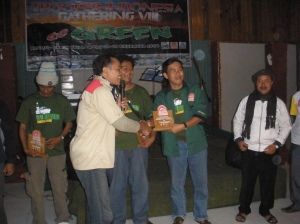 Me presenting the vandal to Mr. Arie from KTI Riau