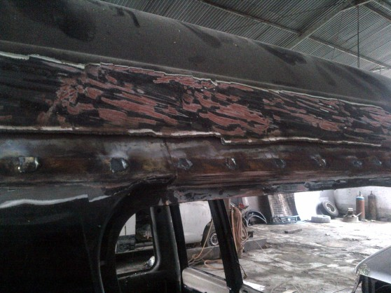 The water line are serious porous by the rust til the inner frame of the roof.