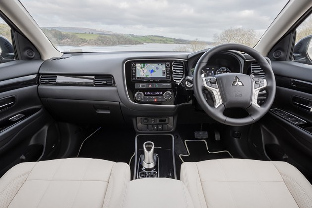 new-mitsubishi-outlander-phev-interior-1-630x420