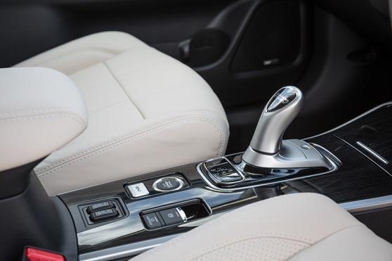 new-mitsubishi-outlander-phev-interior-2