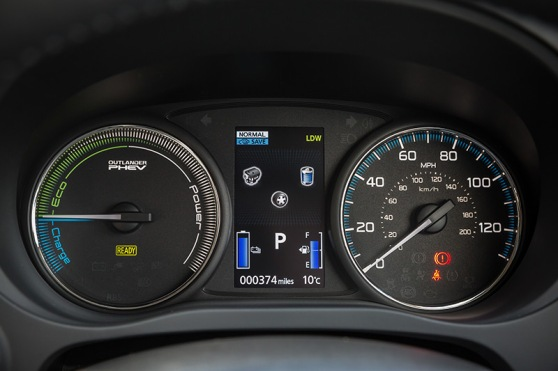 new-mitsubishi-outlander-phev-interior-3
