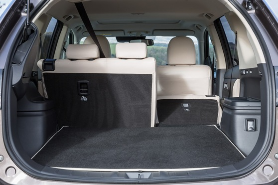new-mitsubishi-outlander-phev-interior-4